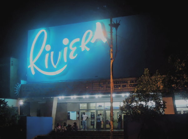 La Havane, ciné Riviera contemplé depuis la pâtisserie d'en face…