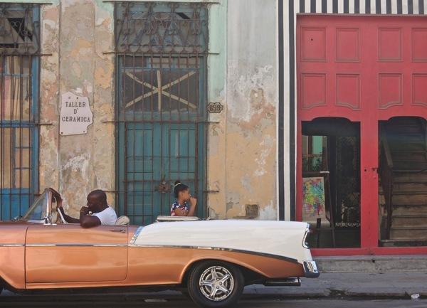 Daniel Buren, intervention dans la calle San Lazaro, Centro Habana, 2015.