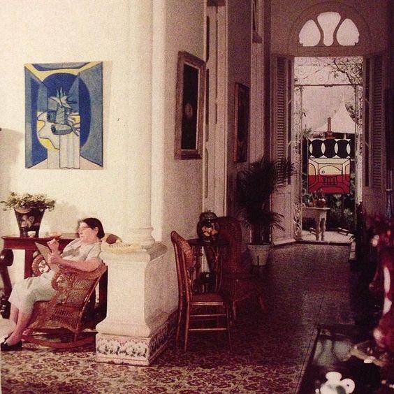 Amelia Peláez dans sa maison de La Vibora. Date et auteur inconnus.