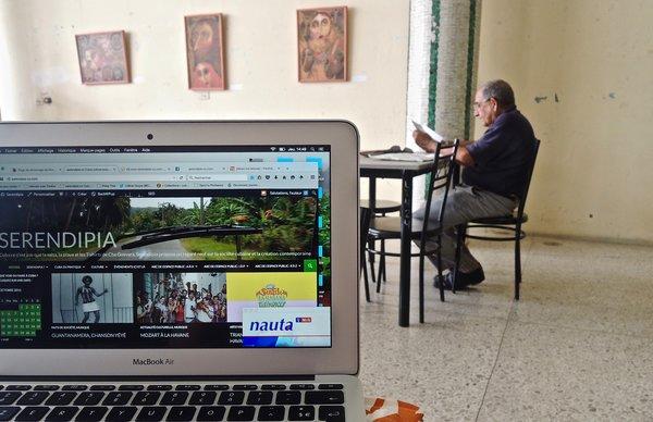 Holguin, wifi public Parque Calixto Garcia, capté depuis la bibliothèque.
