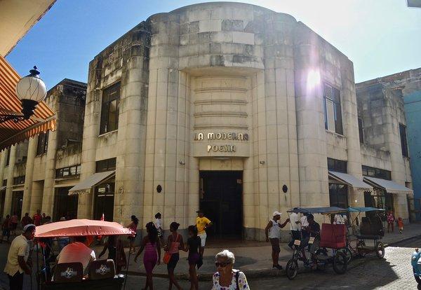 La Havane, librairie La Moderna Poesia, un bijou Art Déco toujours debout en 2015.