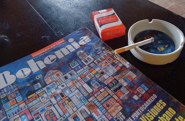 Presse, cigarette et café du matin - Camaguey