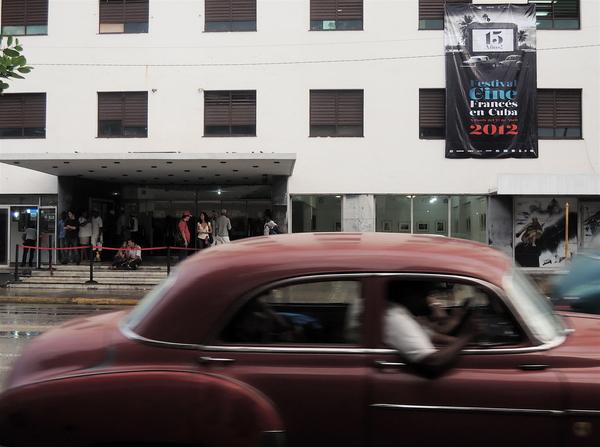 La Habana, ICAIC festival cine frances 2012, entrée du Ciné Chaplin.