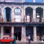 La Habana, Prado, barbacoas en edificios coloniales 2010