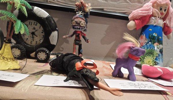 La Marca, galerie et salon de tatouage, atelier de reconstruction de jouets, été 2015