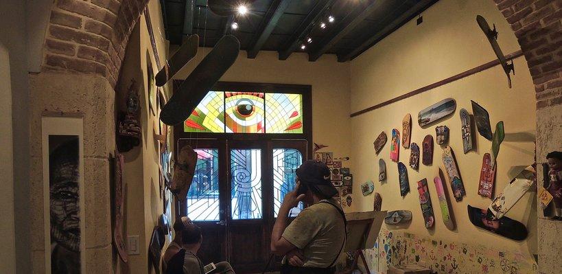 La Marca, galerie et salon de tatouage, vue sur la rue 2015