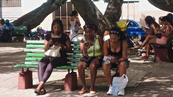 Habana Centro, proche de Habana Vieja, le Parque Fe del Valle, connexions wifi à toute heure.