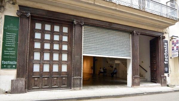 El silencio de Duchamp : tout se passe derrière cette façade anodine. Photo Grettel Gutierrez, courtesy Factoria Habana