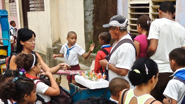 Baracoa, les sucreries à la sortie de l'école comme partout ailleurs, 2012.