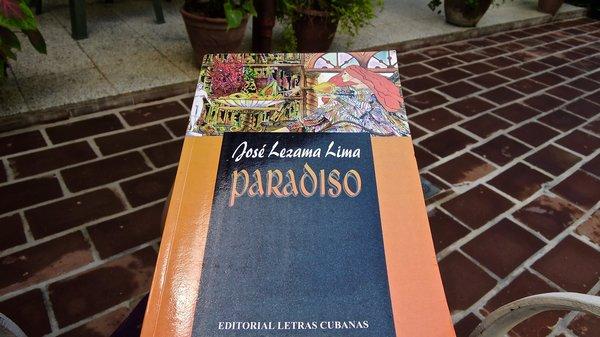 Paradiso (1966), roman de José Lezama Lima. Réédition 1998 par Editorial Letras Cubanas, imprimé à Madrid. Acheté en solde 3 CUC dans une petite librairie de Santa Clara qui n'avait que quelques titres à proposer…
