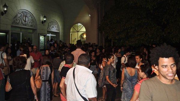 La foule après une représentation du Teatro El Publico, octobre 2015.